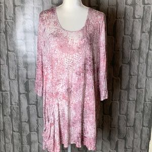 Logo tunic top with one pocket